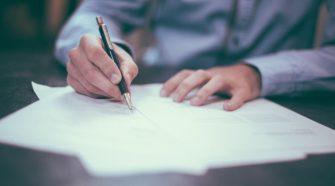 Dokument werden unterzeichnet