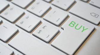 Tastatur, die anstatt der Enter-Taste eine Buy-Taste hat