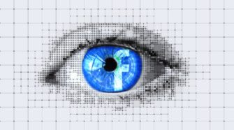 Auge mit Facebook-Logo in der Pupille