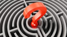 CMS Auswahl Checkliste Fragezeichen im Herzen eines Labyrinths