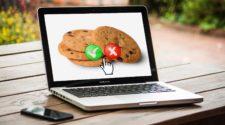 Google Tracking Alternative Laptop mit Cookies auf dem Bildschirm