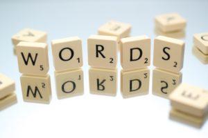 Magische Wörter Wort Words mit Buchstabensteinchen geschrieben