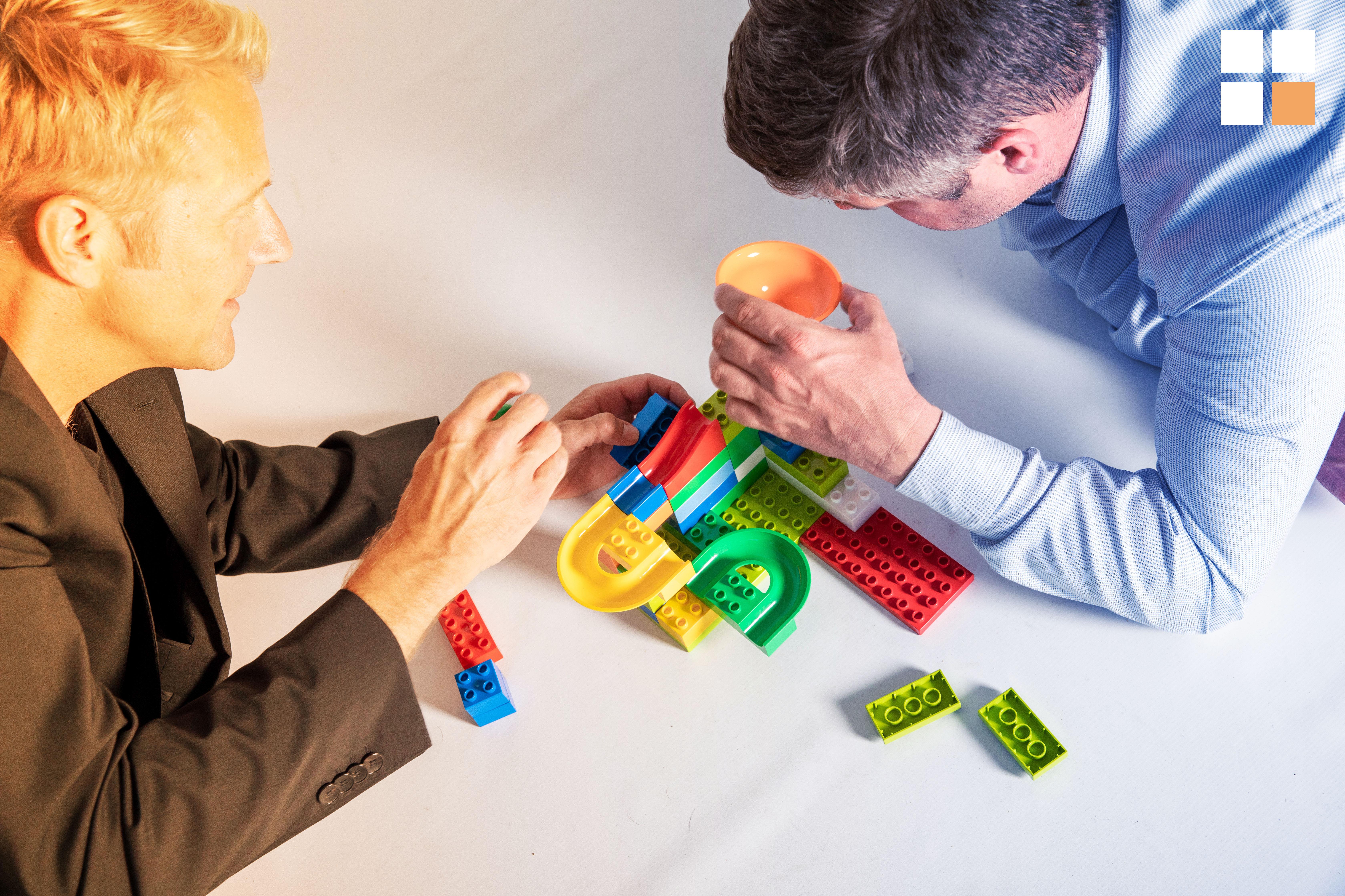 Marketing Automation Software Bau mit Legosteinen