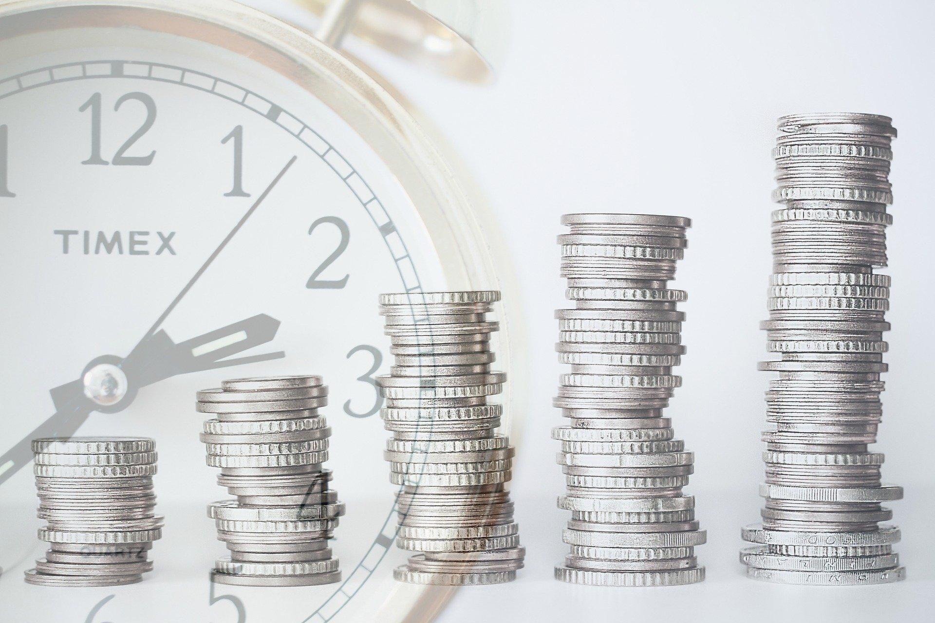 Marketing ROI Stapel von Münzen