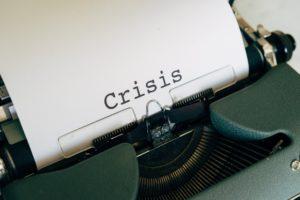 Krisen PR Schriftzug Crisis Schreibmaschine